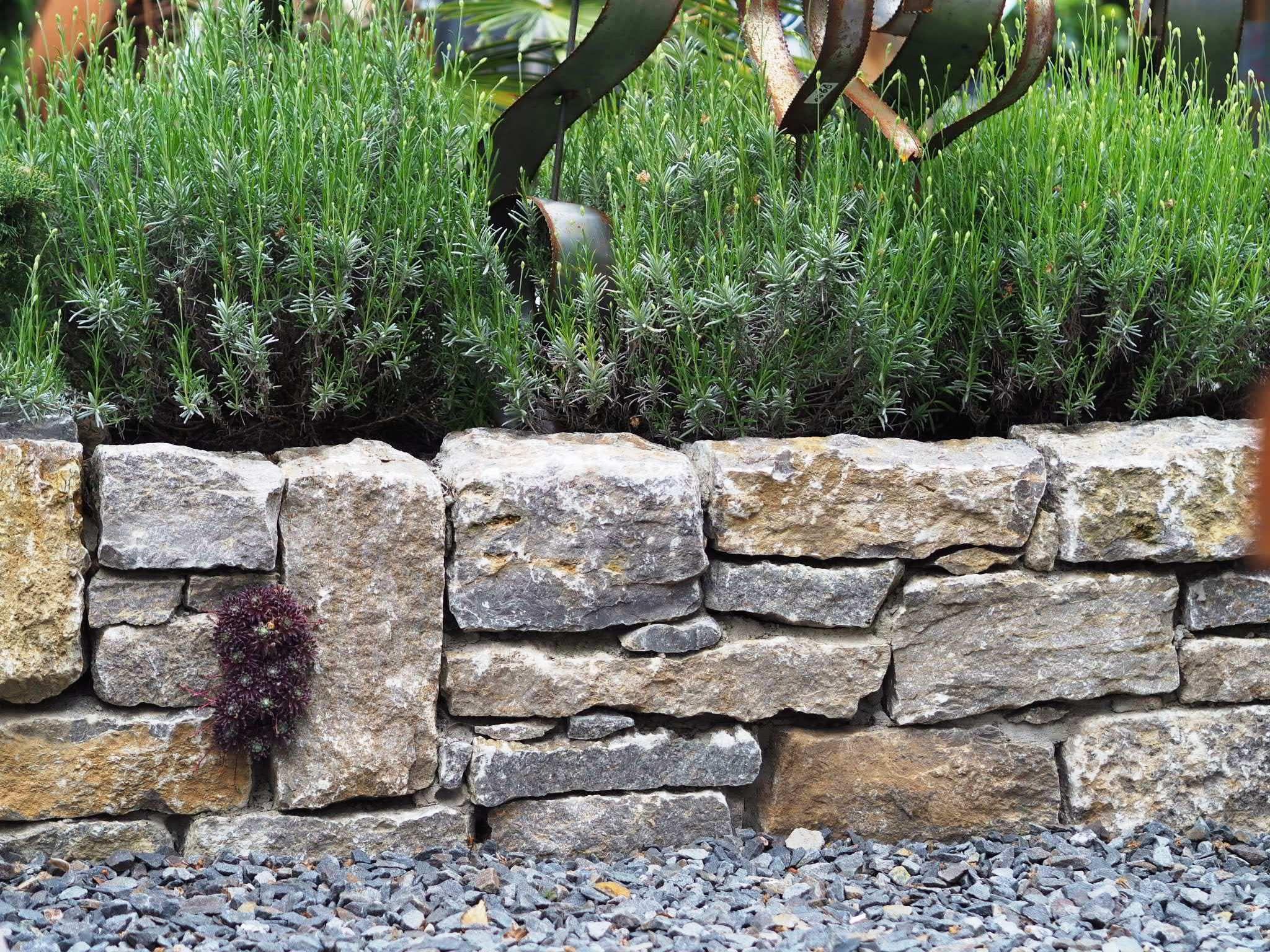 Muschelkalk Natursteinmauer Moderne Gartengestaltung Hochbeet Gartenumrandung Gartengestaltung Hochbeet Natursteine Garten Natursteinmauer