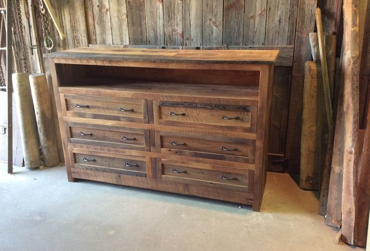 Warm Up Your Bedroom With A Rustic Looking Reclaimed Wood Dresser Made From Old Growth Oak Maple And Pine For This Has Ample Storage