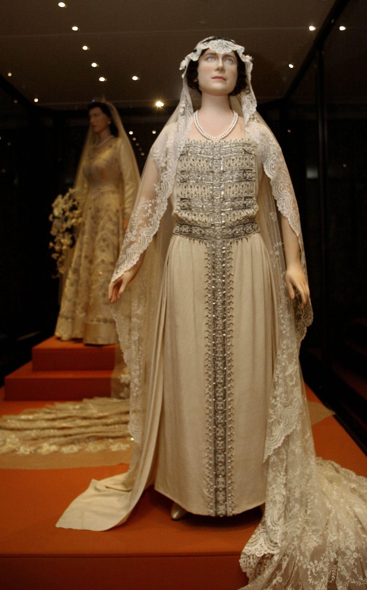 Wedding Gown Of Elizabeth The Queen Mother Royal Wedding Gowns Queen Elizabeth Wedding Royal Wedding Dress