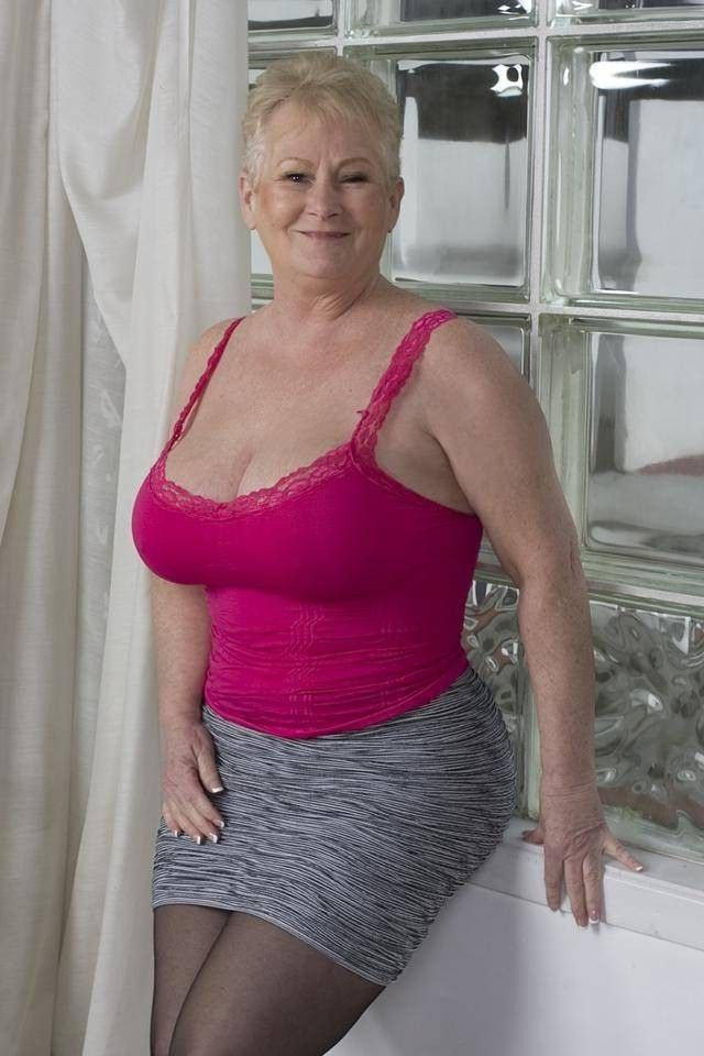 Busty chubby like mature touched woman