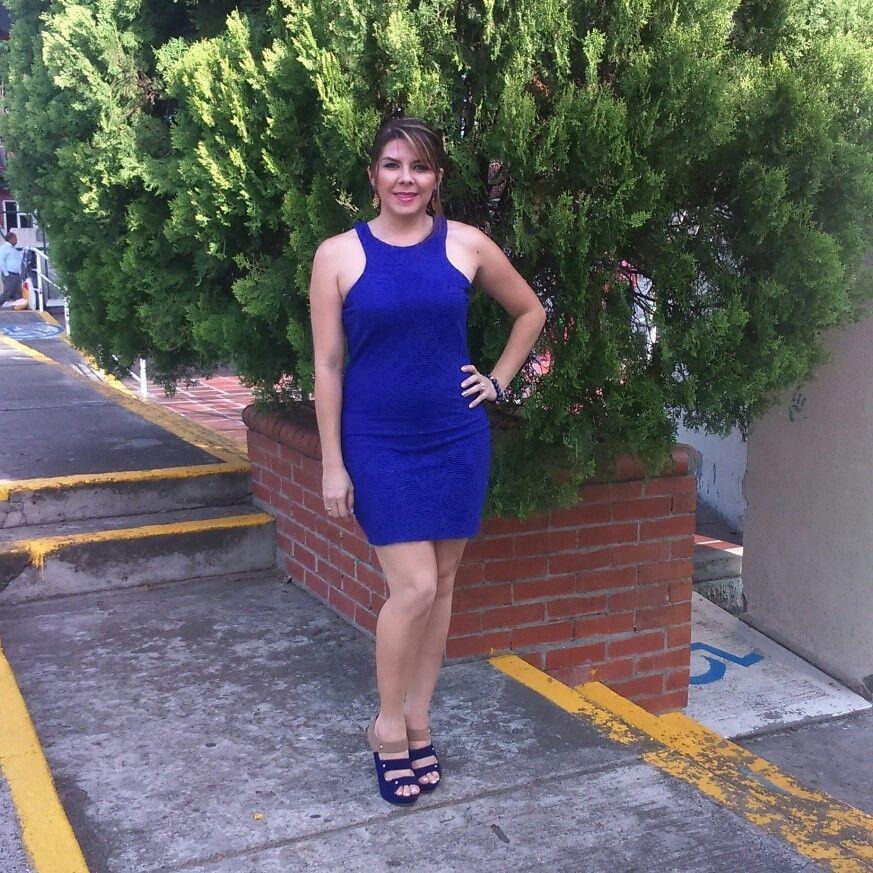 Vestidos azules con zapatos azules
