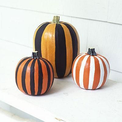 Easy Halloween pumpkin ideas Paint striped pumpkins! So simple - easy halloween pumpkin ideas