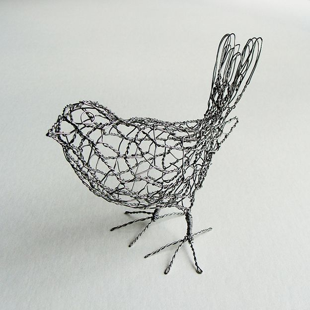 wire sculpture bird b1_right | magpie, bird and wire art