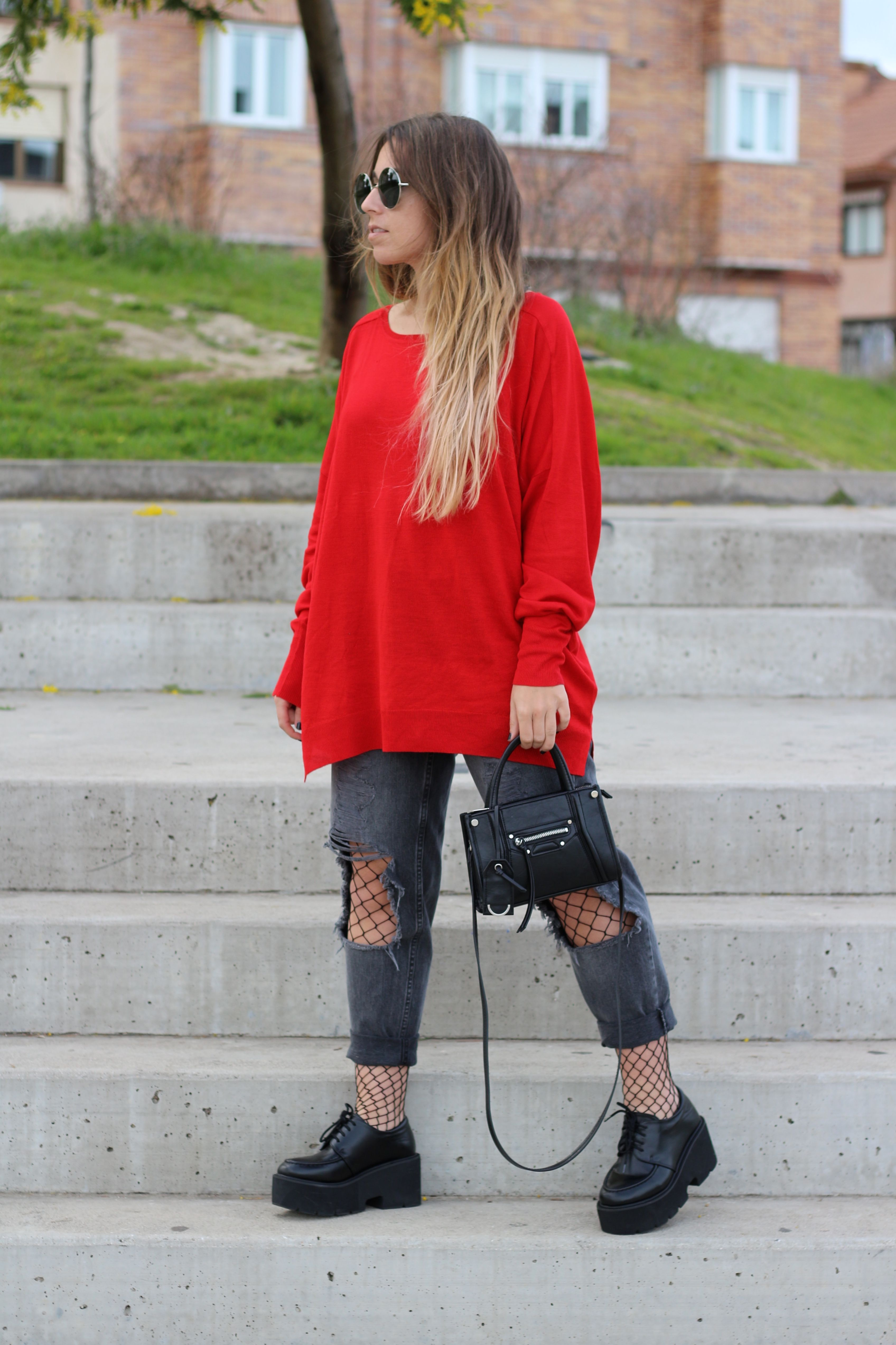 Ripped jeans with fishnet tights. Red sweater. Trendencies