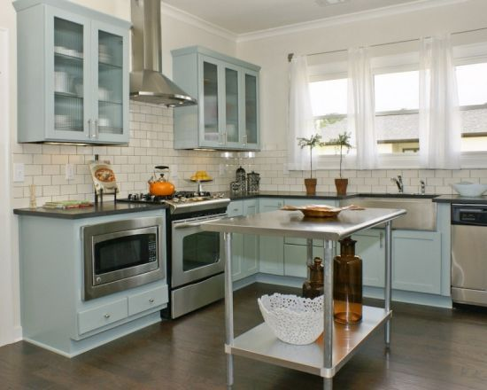 love the blue cabinets with the subway tile and grey grout. i can see this in my mom's house.