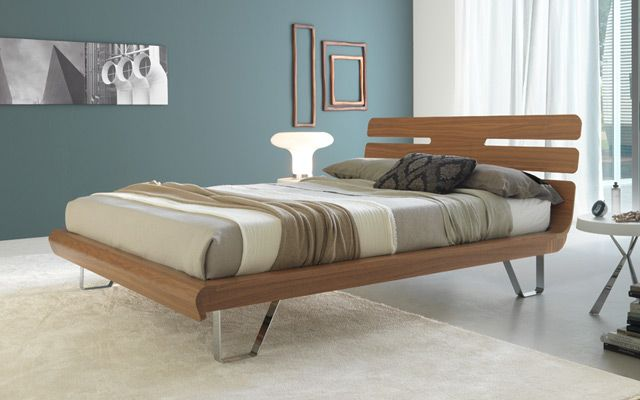 Comb Is A Dynamic And Light Bed Designed By Italian Furniture Brand Florida.  The Bed Has A Special Comb Shaped Headboard With Curved 45 Degree Edges.