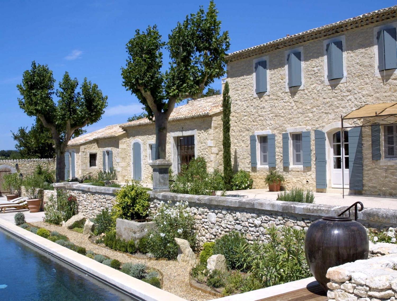 Maisons neuves dans le luberon un mas proven al en pierre a nelson architecte paysagiste for Maison pierre moderne