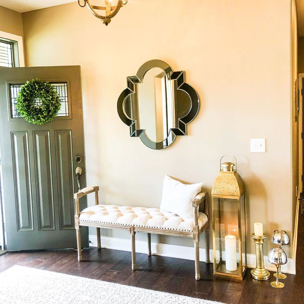 "Passion For Design on Instagram: ""My entryway ❤️ #entrywaydecor  #entryway  #entrywaybench  #entrywayideas  #glamgiving  #welcomehome  #homesweethome  #glamhome…"""
