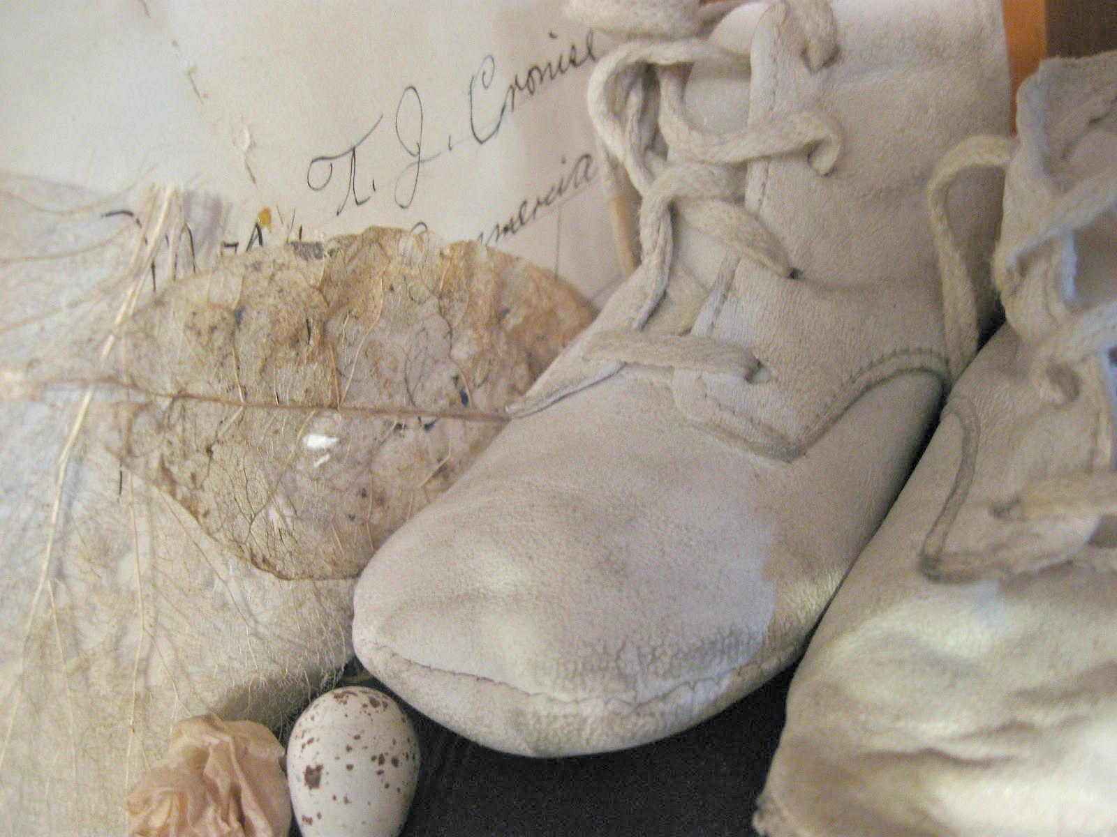 TIMEWASHED: Love these old vintage baby shoes ~❥   vintage Baby ...
