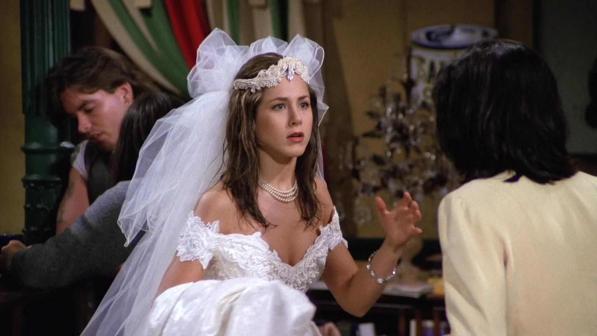 Jennifer Aniston As Rachel Green On Friends From The Pilot Episode Robe De Mariee Jenifer Aniston Les Saisons [ 1080 x 1920 Pixel ]