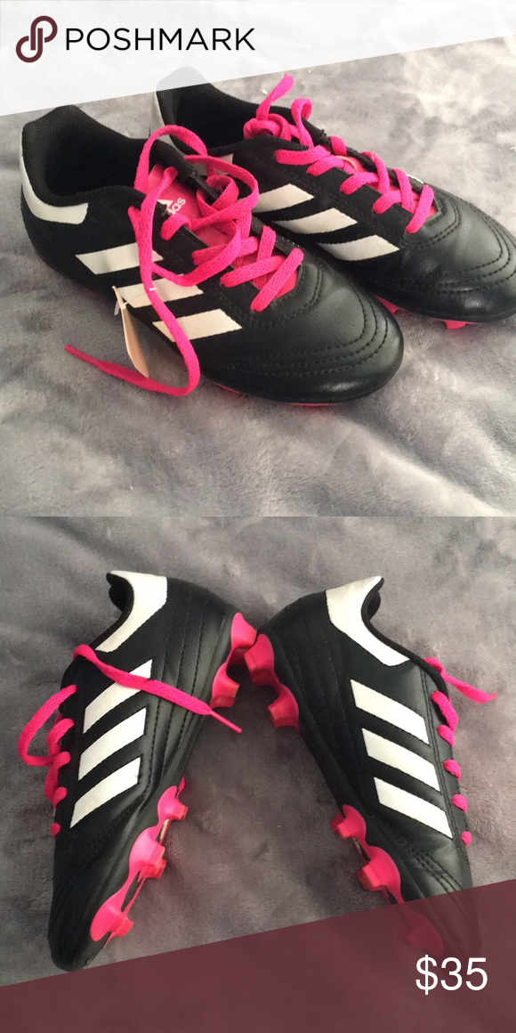 finest selection e4da6 85b14 Girls soccer shoes In great condition adidas Shoes Athletic Shoes