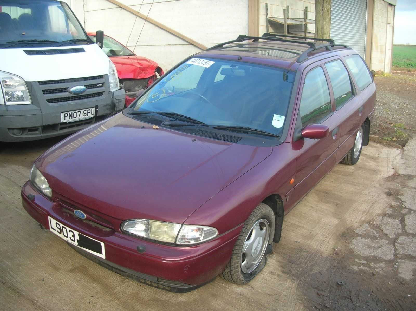 Looking For A Ford Mondeo Mk1 Ghia Estate 2 0 Petrol Manual This One Is On Ebay Ford Mondeo Petrol Ford