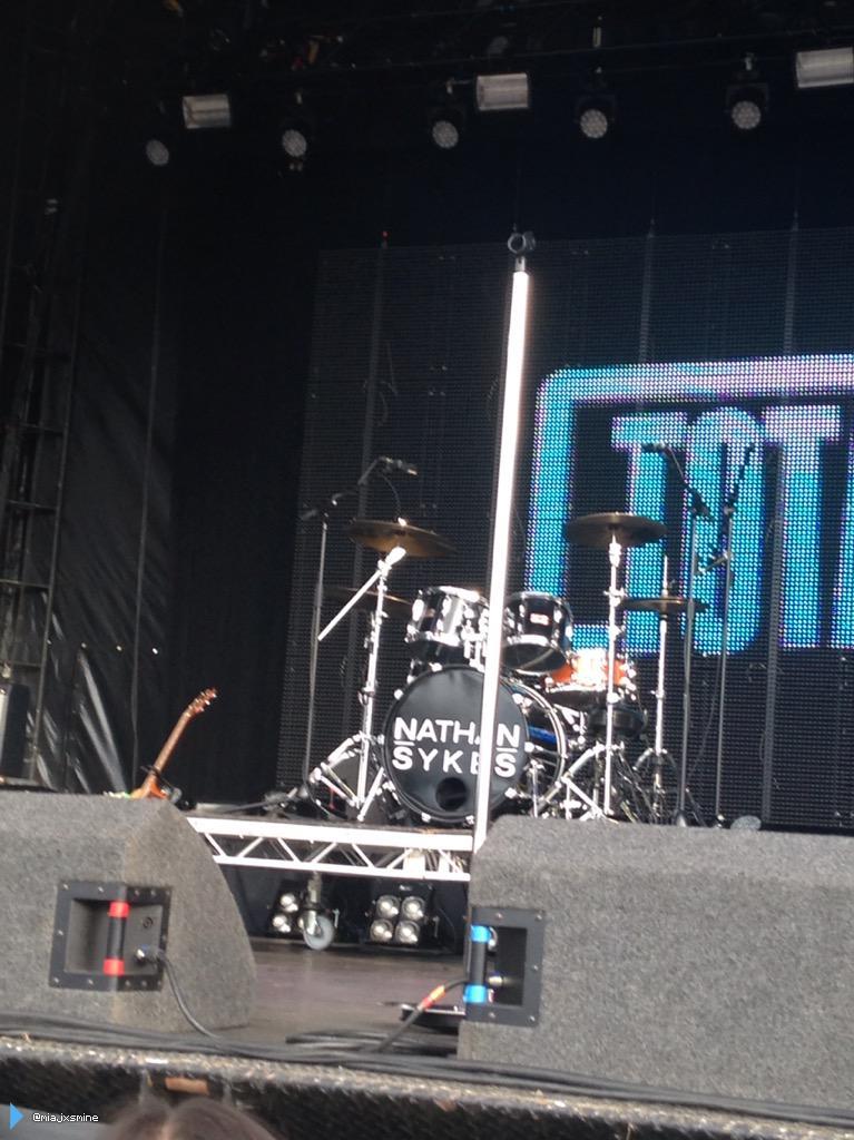 Palco pronto para o Nathan no #TotalAccessLive em Cheshire, na Inglaterra. (via @miajxsmine) (15 ago.)