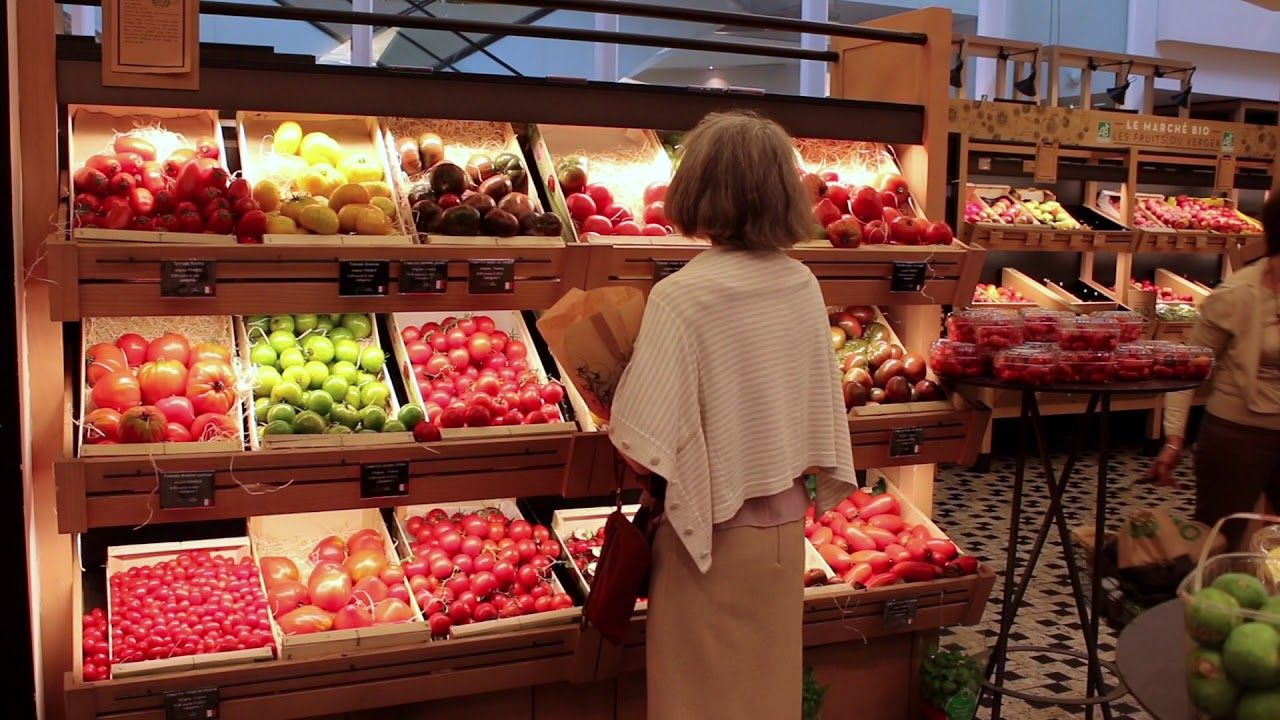 Parisians grocery shopping. French diet habits. French