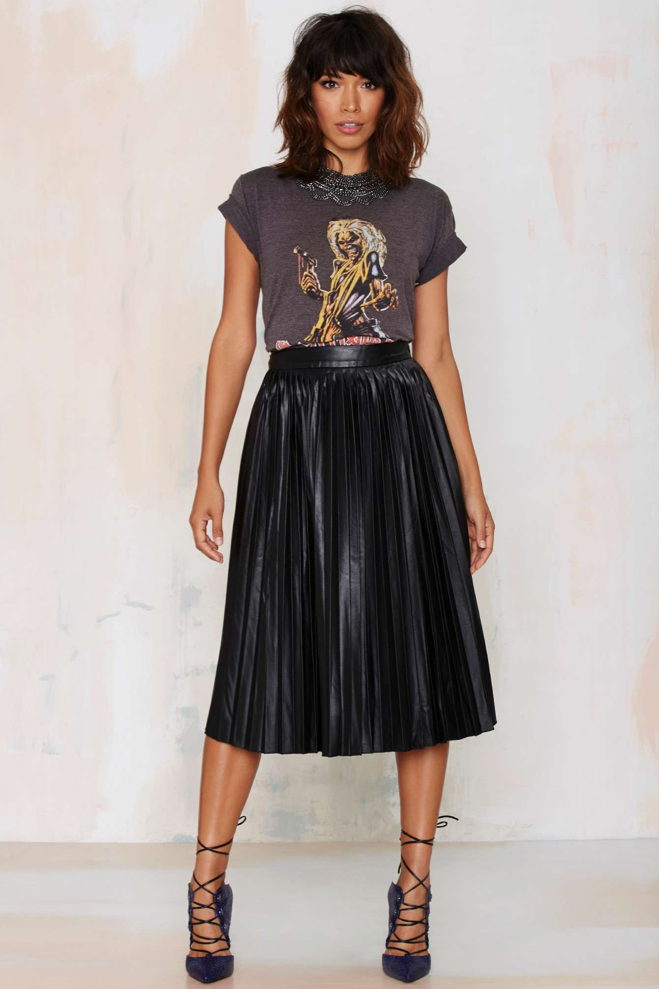 creative black pleated midi skirt outfit top