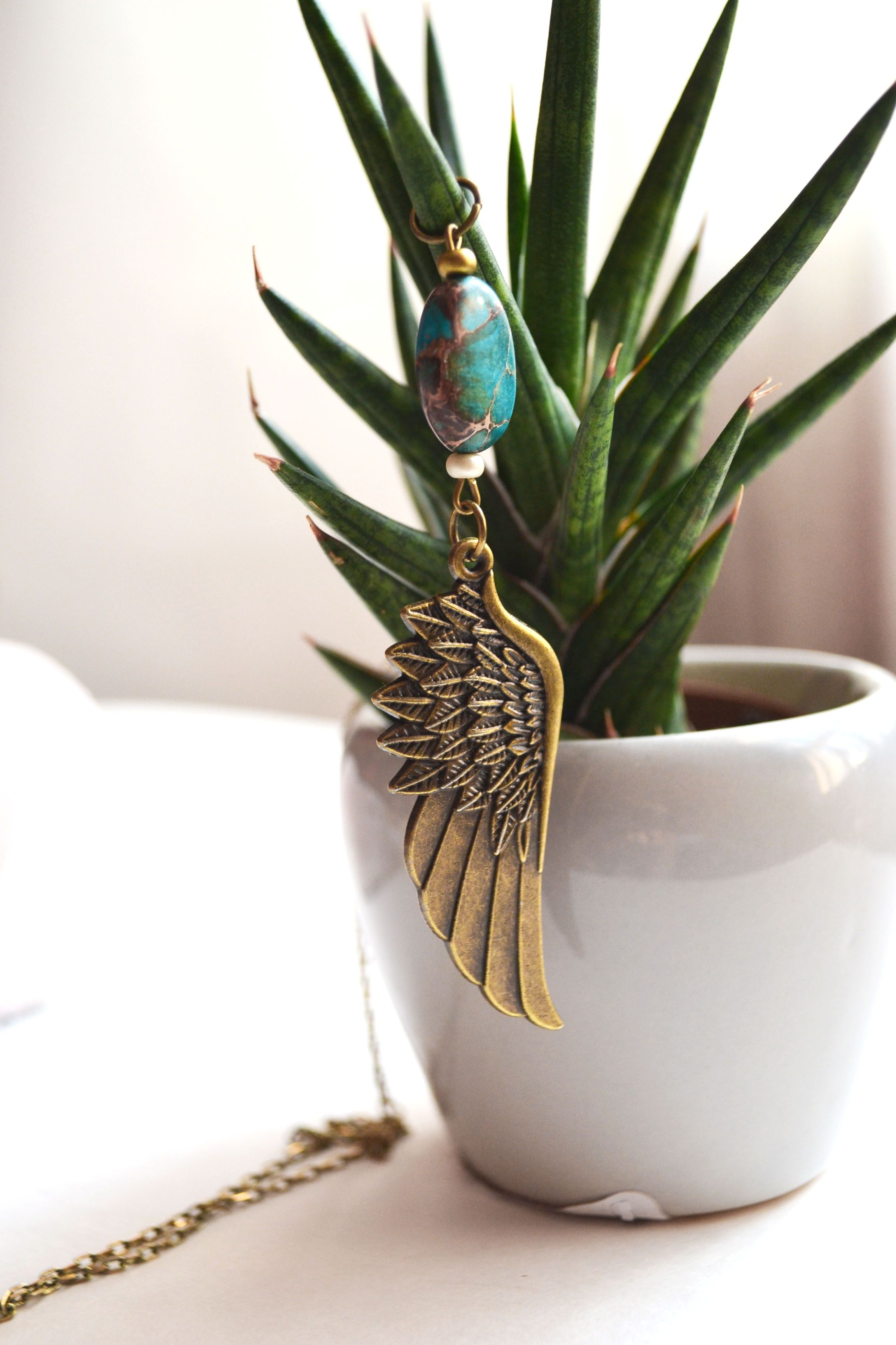 A pretty boho feather necklace