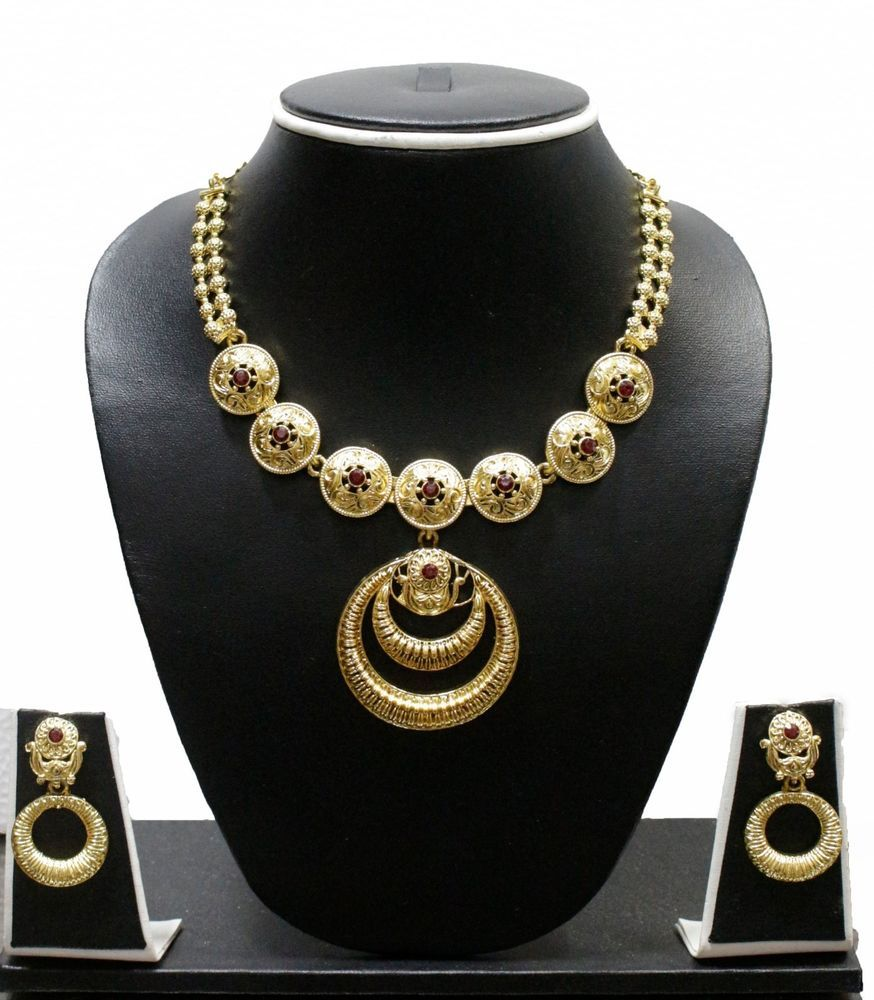 ZPFKZaveri Pearls gold pattern necklace set Red ZAVERIPEARLS