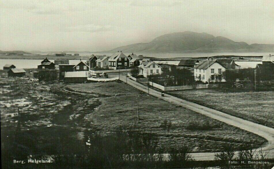 Nordland fylke Sømna kommune BERG i Helgeland. Parti med bebyggelse. Brukt 1942. Utg Benonisen