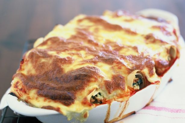Chicken and Spinach Cannelloni http://www.taste.com.au/recipes/13213/chicken+and+spinach+cannelloni