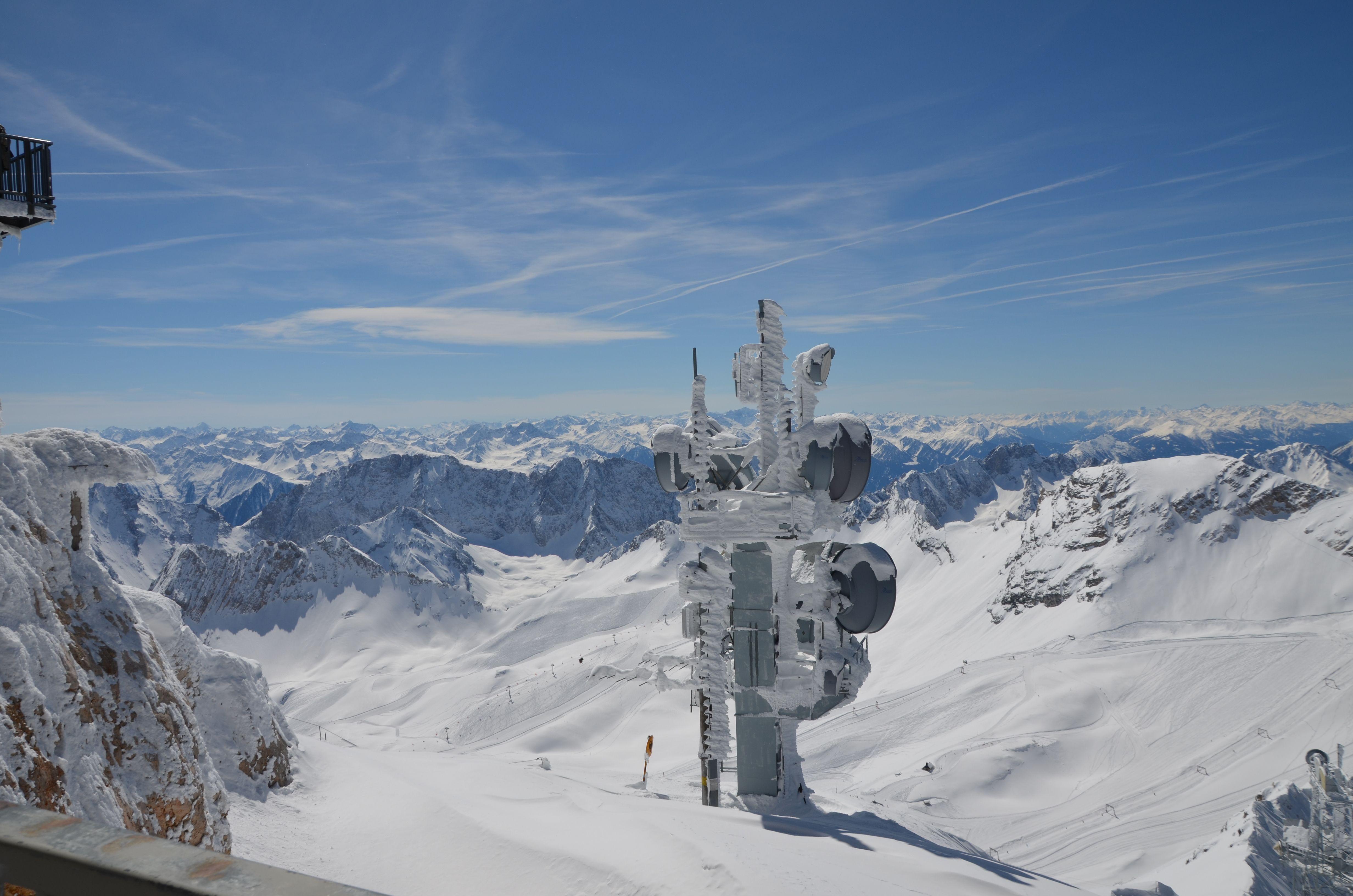 Der Hochste Berg Deutschlands Die Zugspitze Ist Nicht Nur Zum Wandern Ein Tolles Ausflugsziel Sondern Bietet Auch In Der Ausflugsziele Alpen Zugspitze