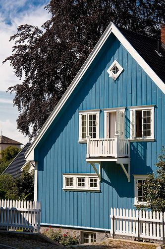 Blue House Oslo Norway They Have Such Beautiful Homes Why Can T We Have Houses Like This In The Uk Beautiful Norway Blue House Nordic Decor