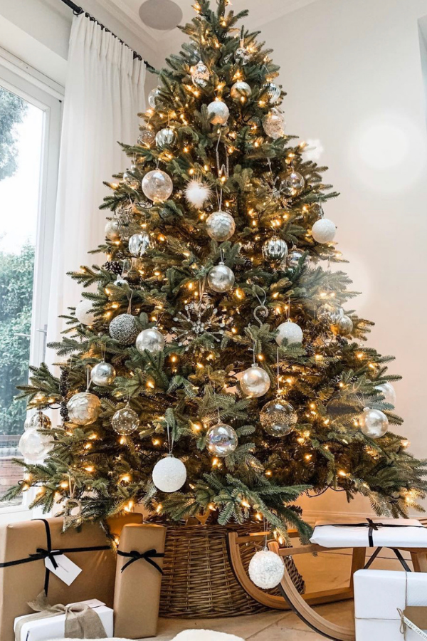 40 Christmas Tree Themes That Will Make Your House Look Like A Five Star Hotel In December In 2020 Christmas Tree Themes Christmas Tree Pictures Christmas Tree