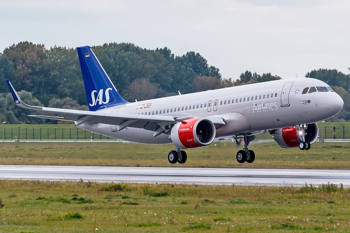 Sas Signs Firm Order For 35 Airbus A320neo Airways Magazine Scandinavian Airlines System Sas Airlines Sas