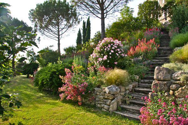 magnifique jardin fleuri fleurs pinterest fleuri jardins secrets et jardins. Black Bedroom Furniture Sets. Home Design Ideas