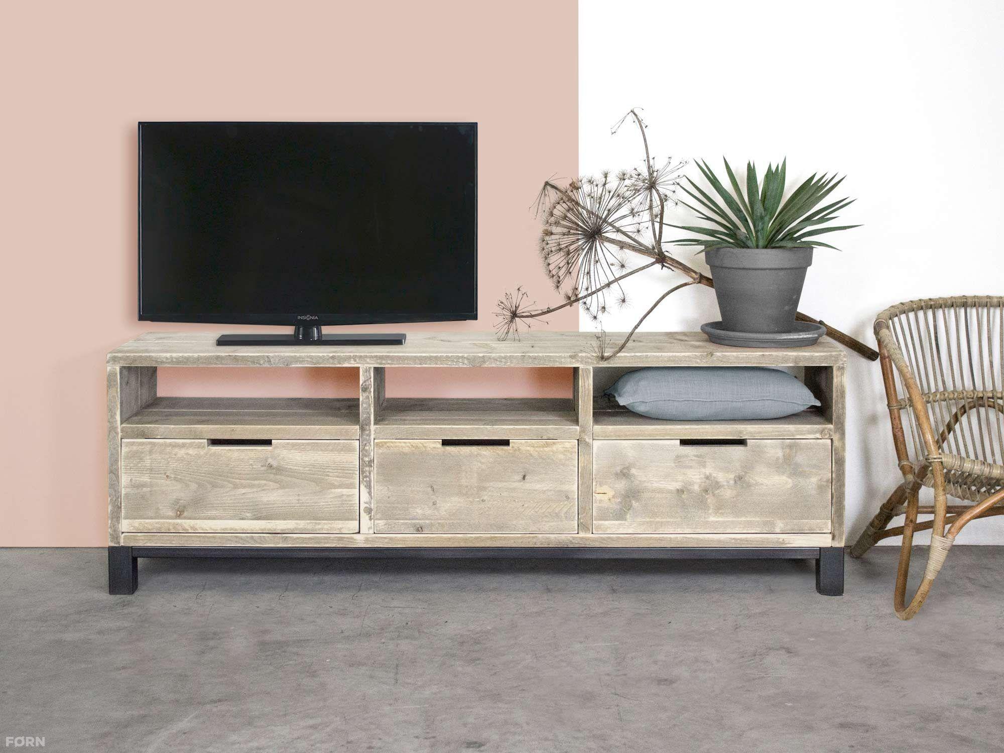 bauholz tv schrank im industriellen design mit stahl k che wohnzimmer wohnideen b ro. Black Bedroom Furniture Sets. Home Design Ideas