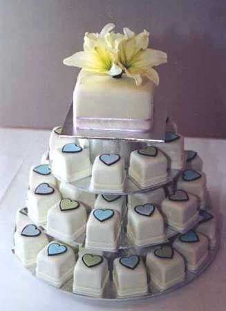 small square wedding cakes | deweddingjpg.com