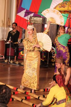 What is the costume of singkil dance answerscom - induced info