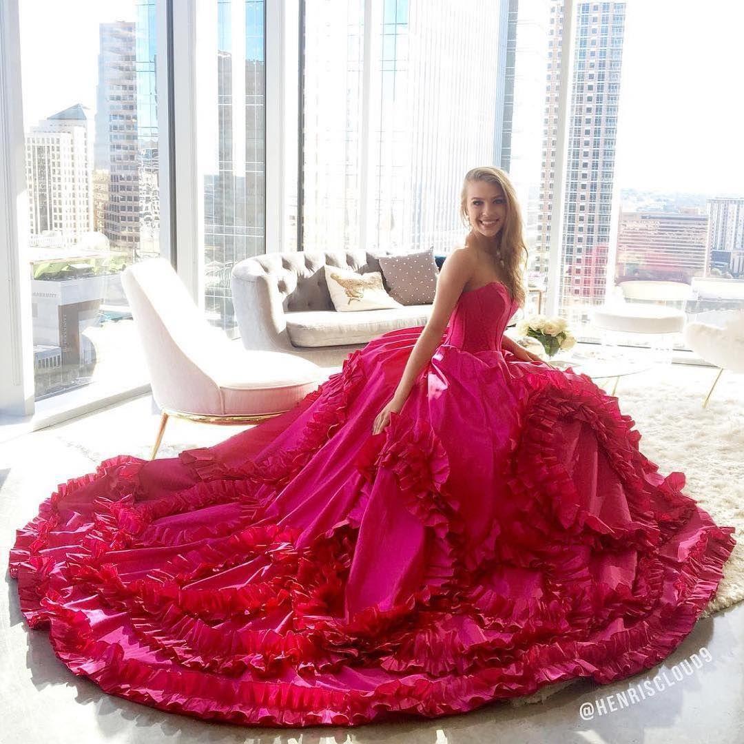 50 3k Likes 147 Comments Sherri Hill Sherrihill On Instagram Everything S Bigger In Texas 15 Dresses Sherri Hill Prom Dresses Quinceanera Dresses [ 1080 x 1080 Pixel ]