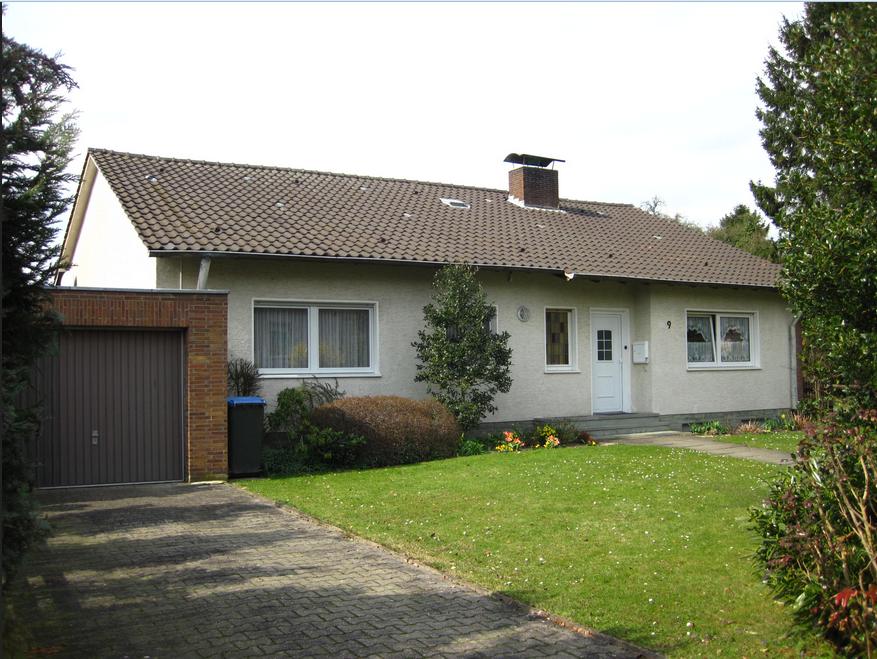 Haus kaufen soest kleines. Haus mit einem hohen Dach und