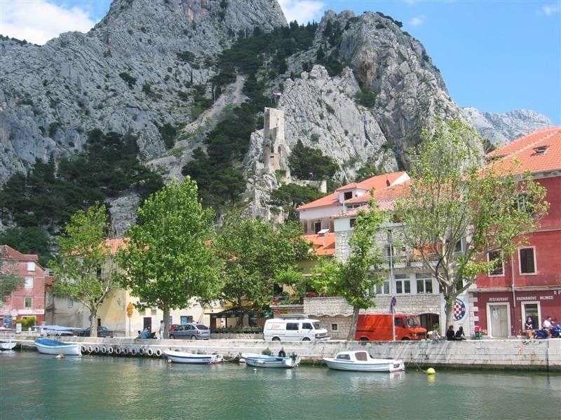 #Omis, Kroatie's piratenstad. Tussen Trogir en dubrovnik - zandstranden
