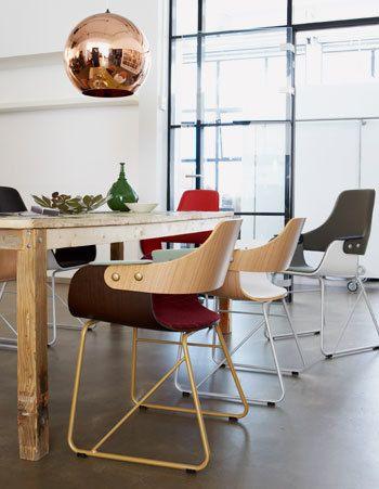 Door te kiezen voor lichtvoetige meubels blijft de ruimte transparant en houd je het ruimtelijke gevoel.