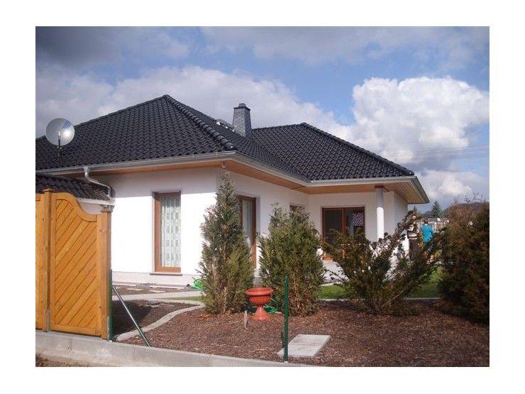 Massivhaus walmdach  Winkelbungalow - Haus Pirna - #Einfamilienhaus von C&I Hausbau ...