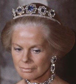 Tiara Mania: Duchess of Cambridge's Sapphire Parure Necklace Tiara