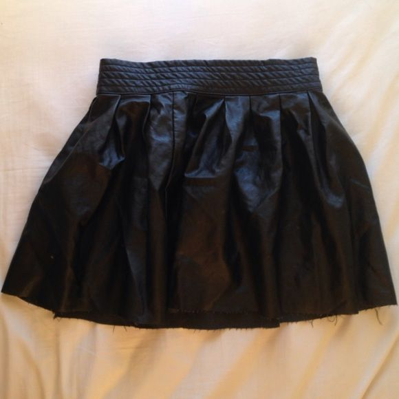 Forever 21 Leather Skirt Black leather skirt that kind of fringes at the bottom. Size medium. Zips up the back. Worn once, just have too many black skirts. Forever 21 Skirts Circle & Skater