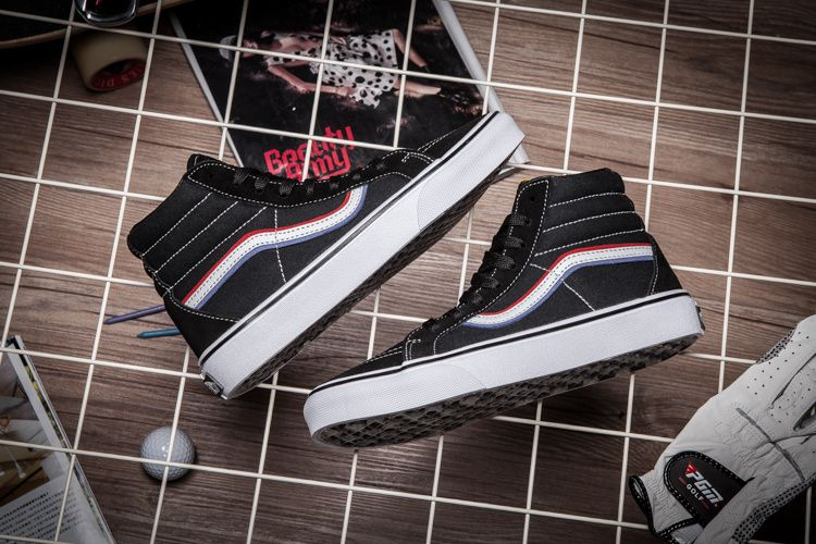 a9972707253a Street x locomotive x skateboard three parties  Blends x Born Free x Vans  Vault couple shoes Model  GY28 Size  36-459  Vans