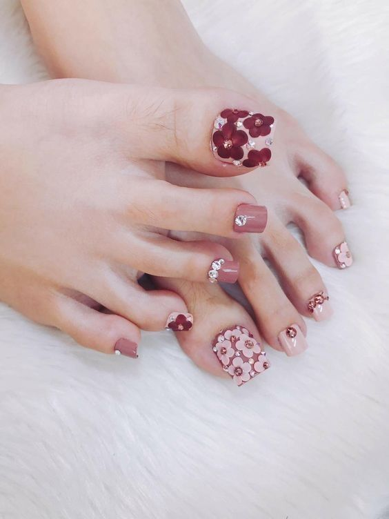 33 Christmas Toenail Art Design Ideas 2018 To Inspire Cute Toe Nails Toe Nail Art Toenail Art Designs