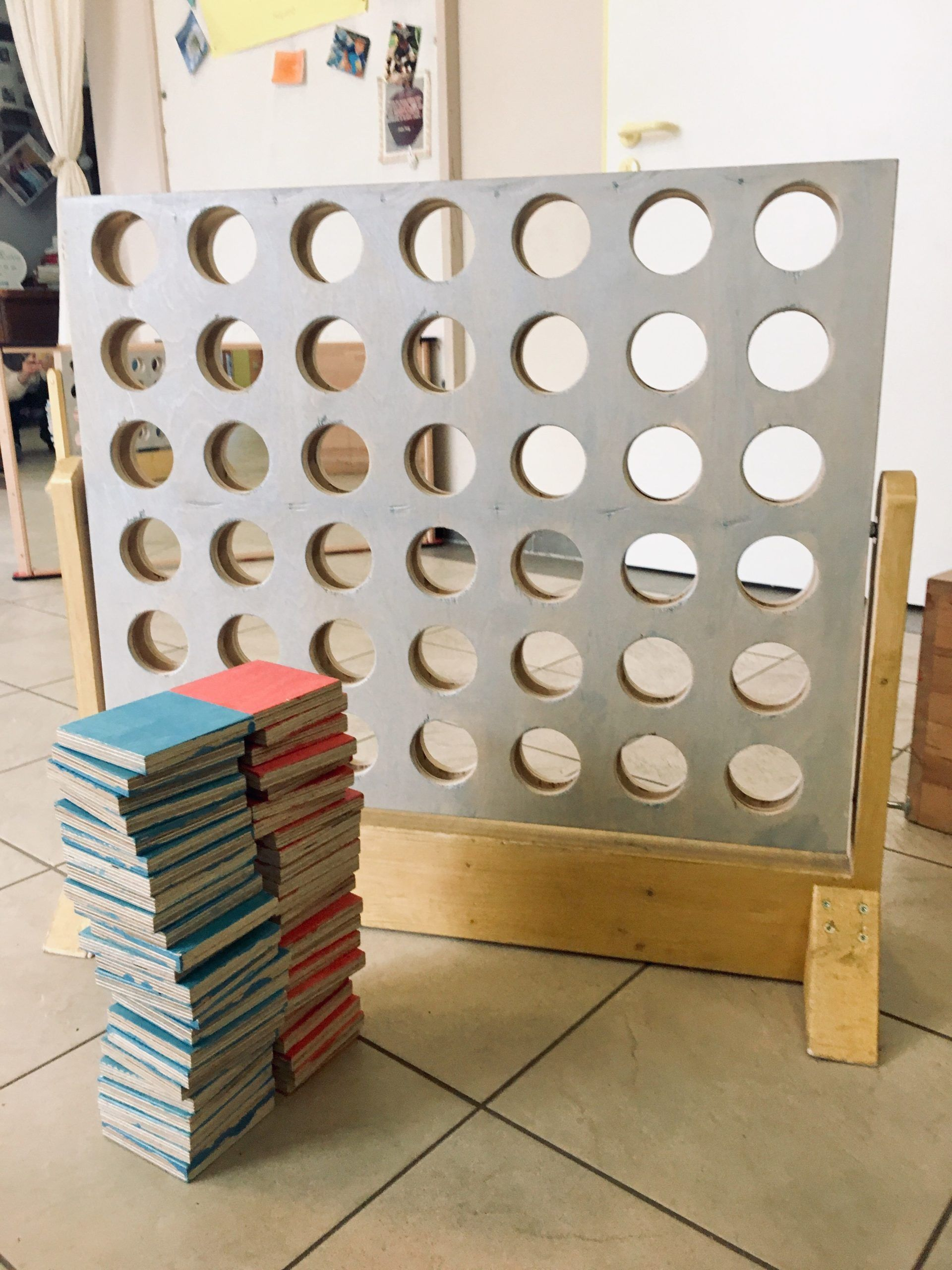 Ein Hausgemachtes Holzspiel Vier Siege In 2020 Holzspiele Selber Bauen Holz