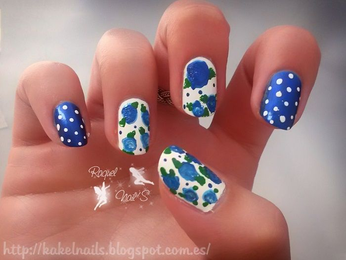 Flores vintage Essence, 170 beijos de brazil Leticia Well 447 Sinfulcolor 13 midnight blue freehand drawing nail dots