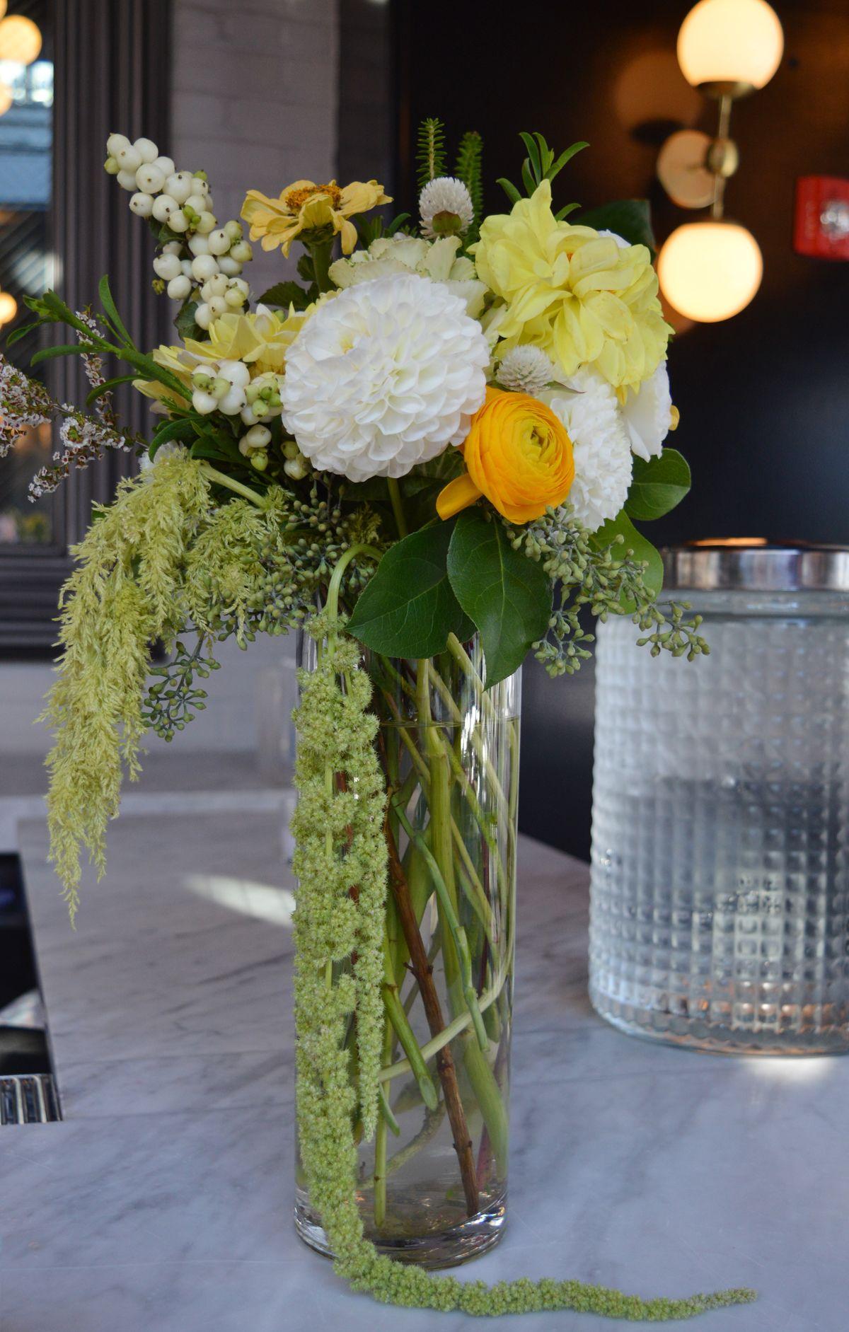 Bar arrangement with yellow and white dahlia amarartus