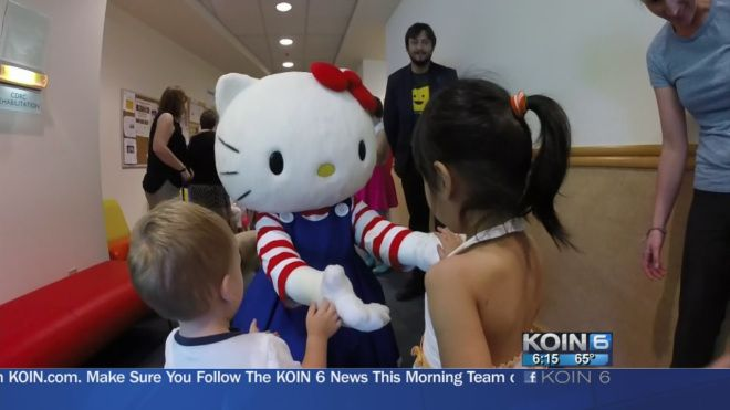 Hello Kitty Visited Doernbecher And Met Some New Friends Kyle Maki