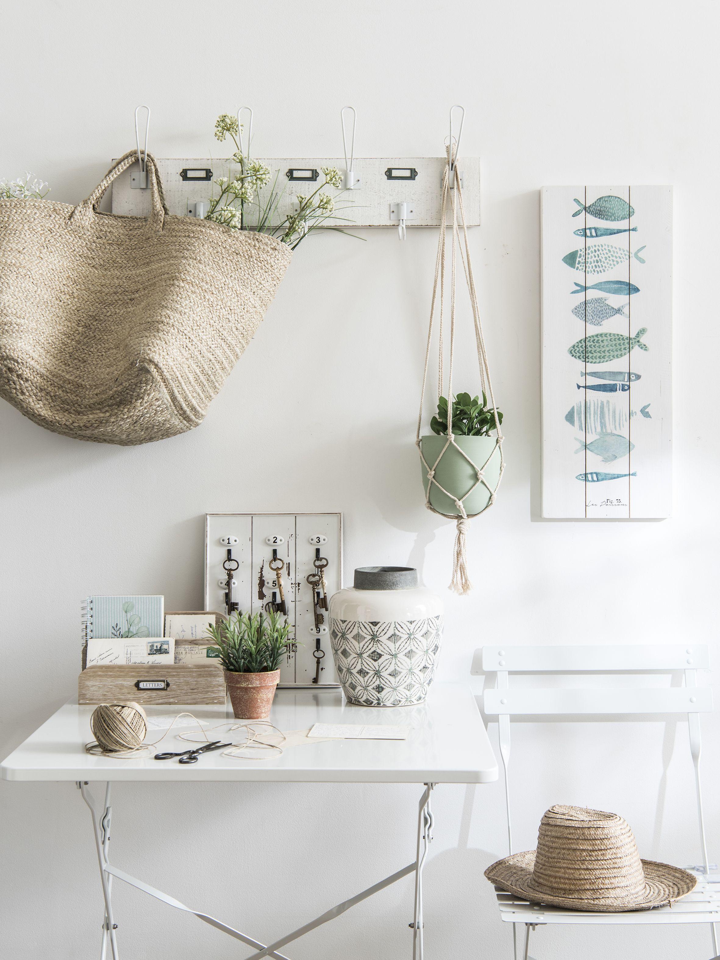 Pin By Clem Around The Corner On Deco Les Pieds Dans L Eau Folding Garden Chairs Trending Decor Office Desk Decor