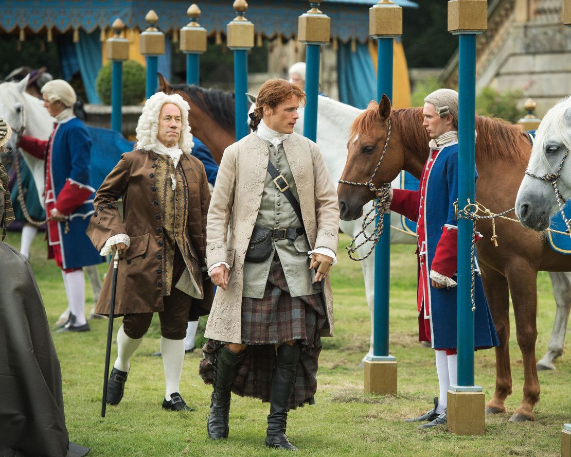Here are 4 new HQ untagged stills of Outlander season 2 More after the jump! –