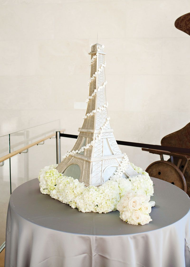 Eiffel Tower wedding cake. Photo by Perez Photography. www ...