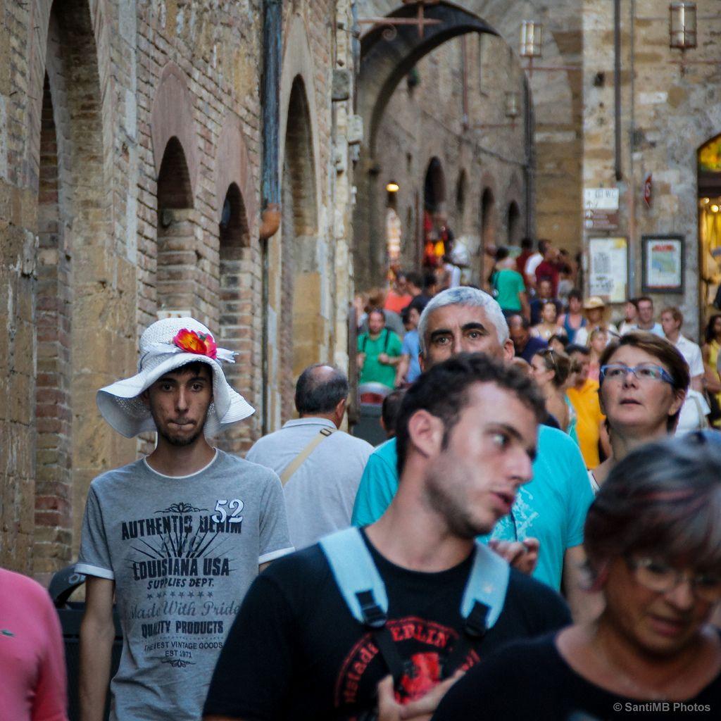 Para ser reconocido hay que diferenciarse de los demás, hay que ser auténtico.  --- San Gimignano, Toscana (Italia).