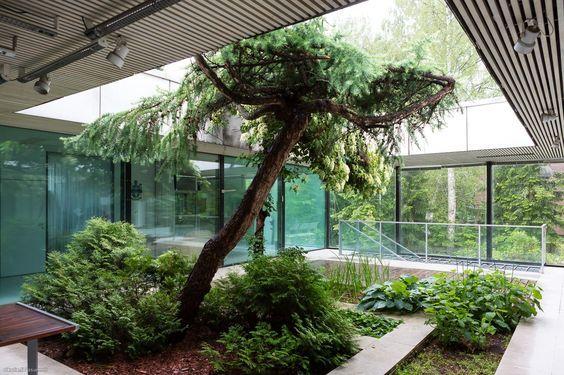 Tämä arkkitehti Toivo Korhosen ja professori Jaakko Laapotin suunnittelema talo on osa suomalaisen arkkitehtuurin historiaa