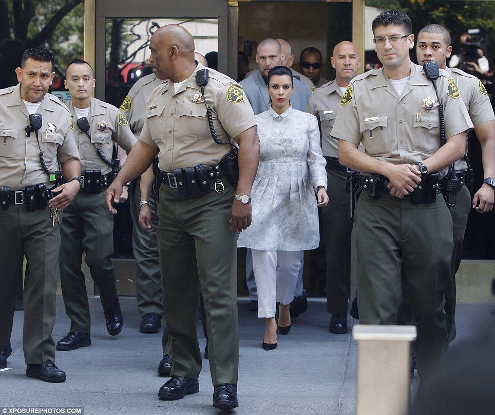 Kim Kardashian Blasts Kris Jenner For Encouraging Khloe To: Kim Kardashian Marches Out Of Court Flanked By TEN